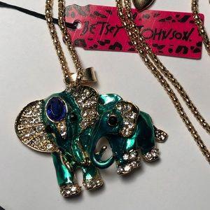 Beautiful emerald elephant necklace 🐘
